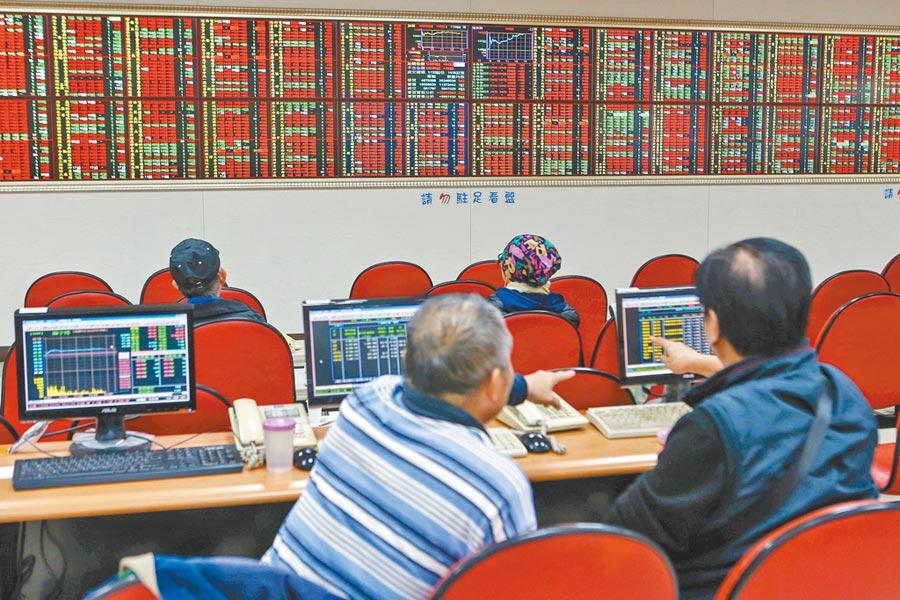 2020總統大選後,台北股市13日開高震盪走高,收盤漲88.77點,為12113.42點,漲幅0.74%,成交金額新台幣1423.21億元。(鄧博仁攝)