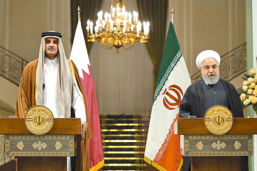伊朗總統魯哈尼(右)12日會見來訪的卡達國王塔米姆(左),雙方同意,讓緊張局勢降溫是避免區域危機的「唯一方法」。魯哈尼也放軟態度,稱決定「展開更多協商與合作」。(美聯社)
