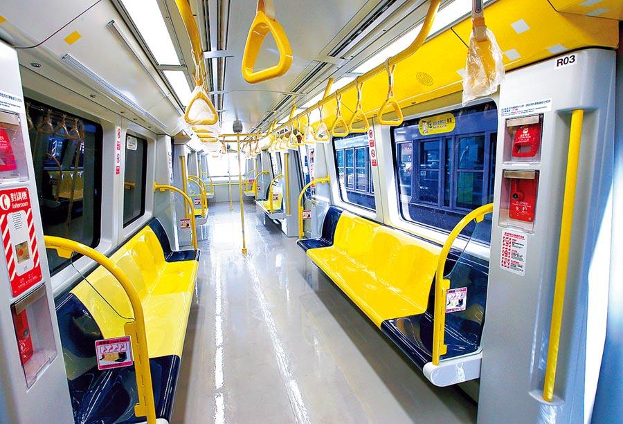 捷運環狀線預計農曆年前通車,圖為環狀線列車內部座位情形較文湖線寬敞。(本報資料照片)
