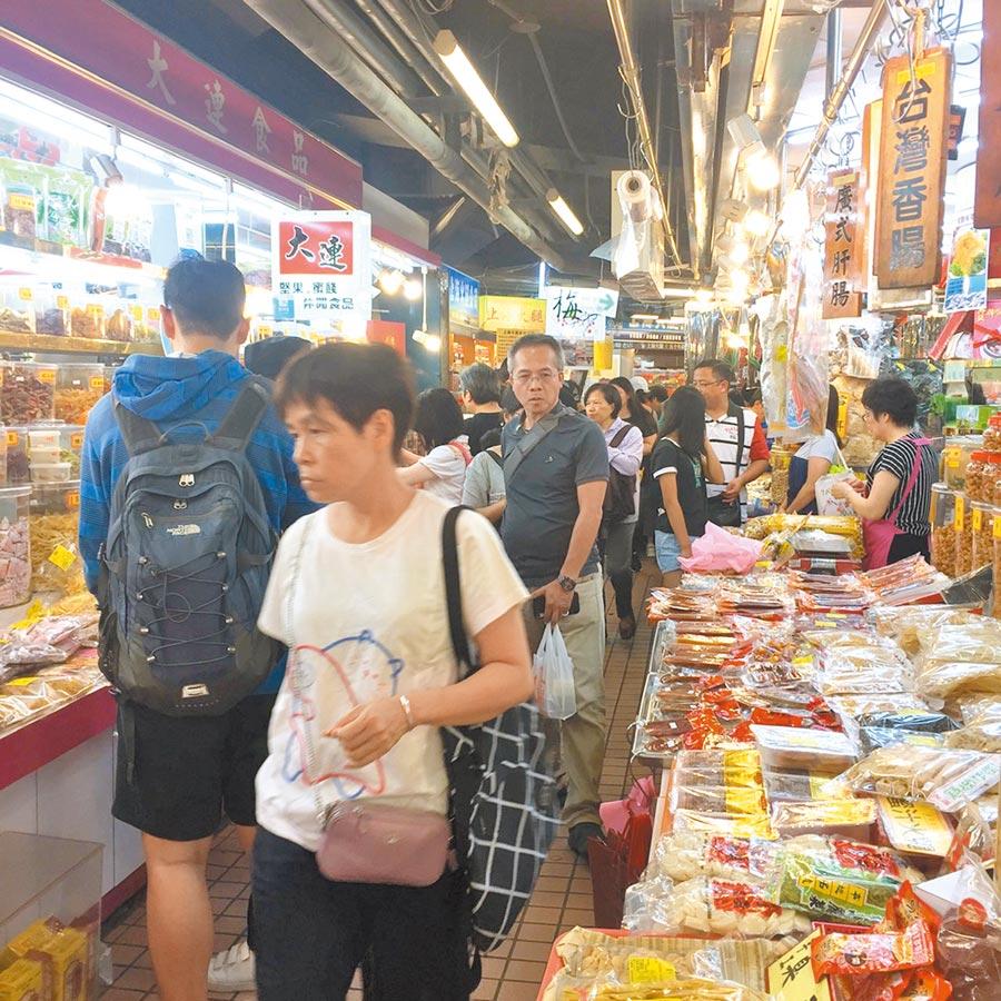 台北市衛生局特別在年前到北市賣場、傳統市場等地點抽驗食品。(本報社資料照)