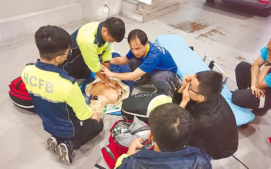 新竹市消防局2019年緊急救護案件到院前無呼吸、心跳的OHCA患者,包括起死回生救活率、康復出院率均創歷年新高。(陳育賢攝)