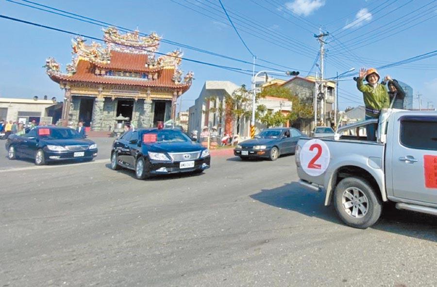 蘇治芬(右二)車隊謝票,強調完成沿海11鄉鎮政見。(蘇治芬提供/張朝欣雲林傳真)