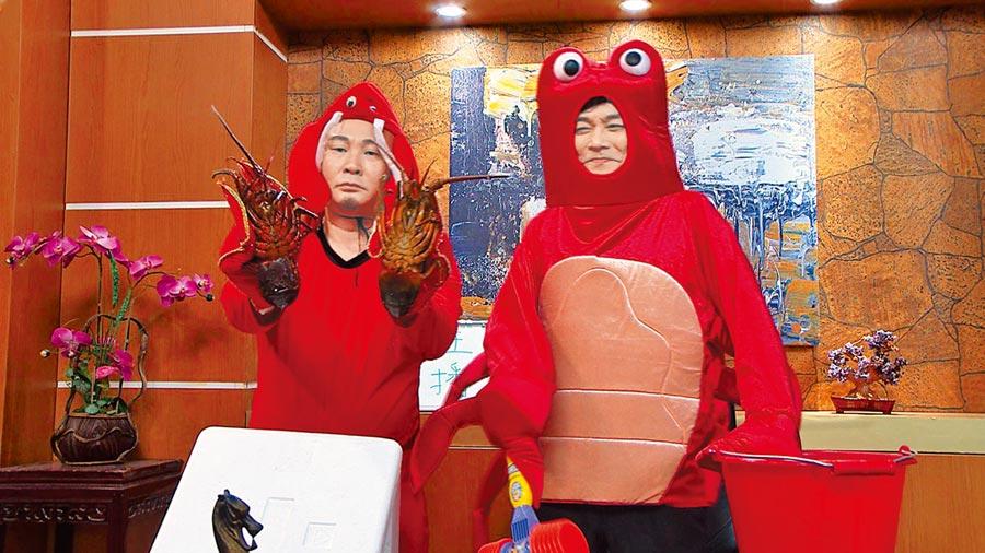 紅毛(左)與王中皇飾演「直播主」,穿龍蝦裝賣海鮮。(民視提供)