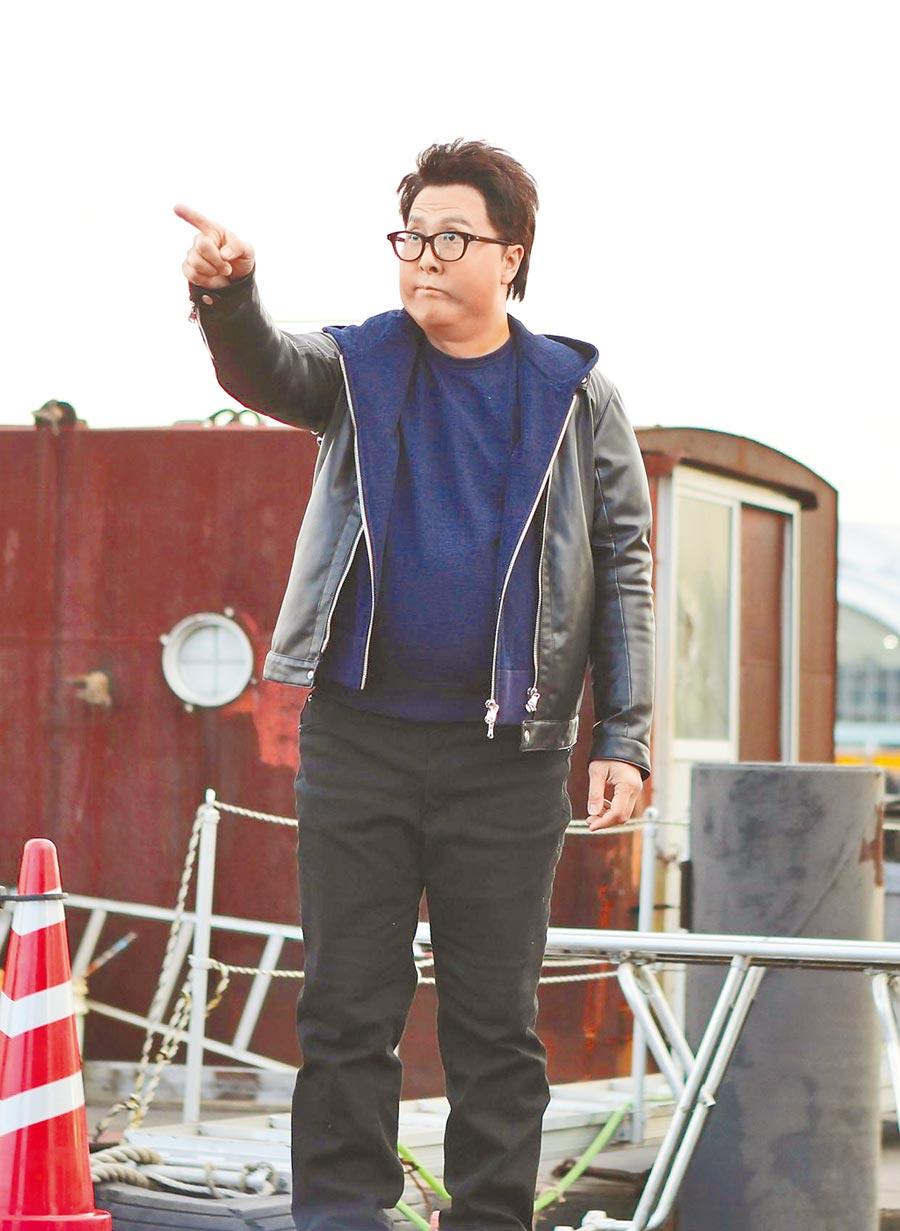 甄子丹穿上胖胖衣賣力搞笑演出。(華映娛樂提供)