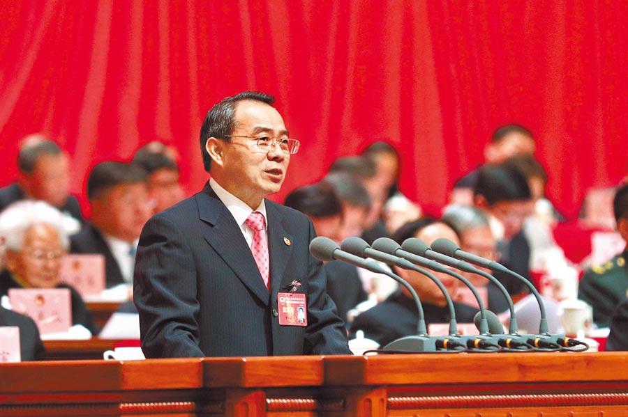 2019年1月26日,上海市政協主席董雲虎向中國人民政治協商會議上海市第十三屆委員會第二次會議提出工作報告。(中新社)