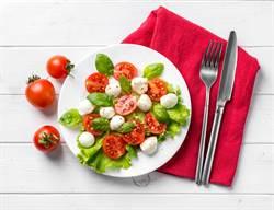 番茄怎麼吃才對? 營養師揭各吃法利弊