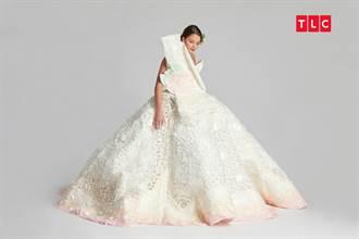 便宜又時尚!設計師巧手 看衛生紙如何變身夢幻雕花婚紗
