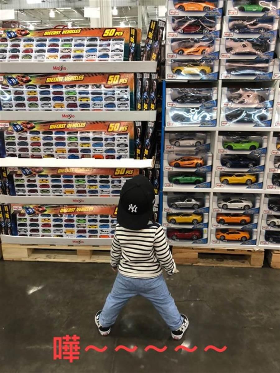 一名家長在《Costco好市多 商品經驗老實說》PO文表示,孩子看到玩具小汽車之後,拉都拉不走 (圖/翻攝自Costco好市多 商品經驗老實說)