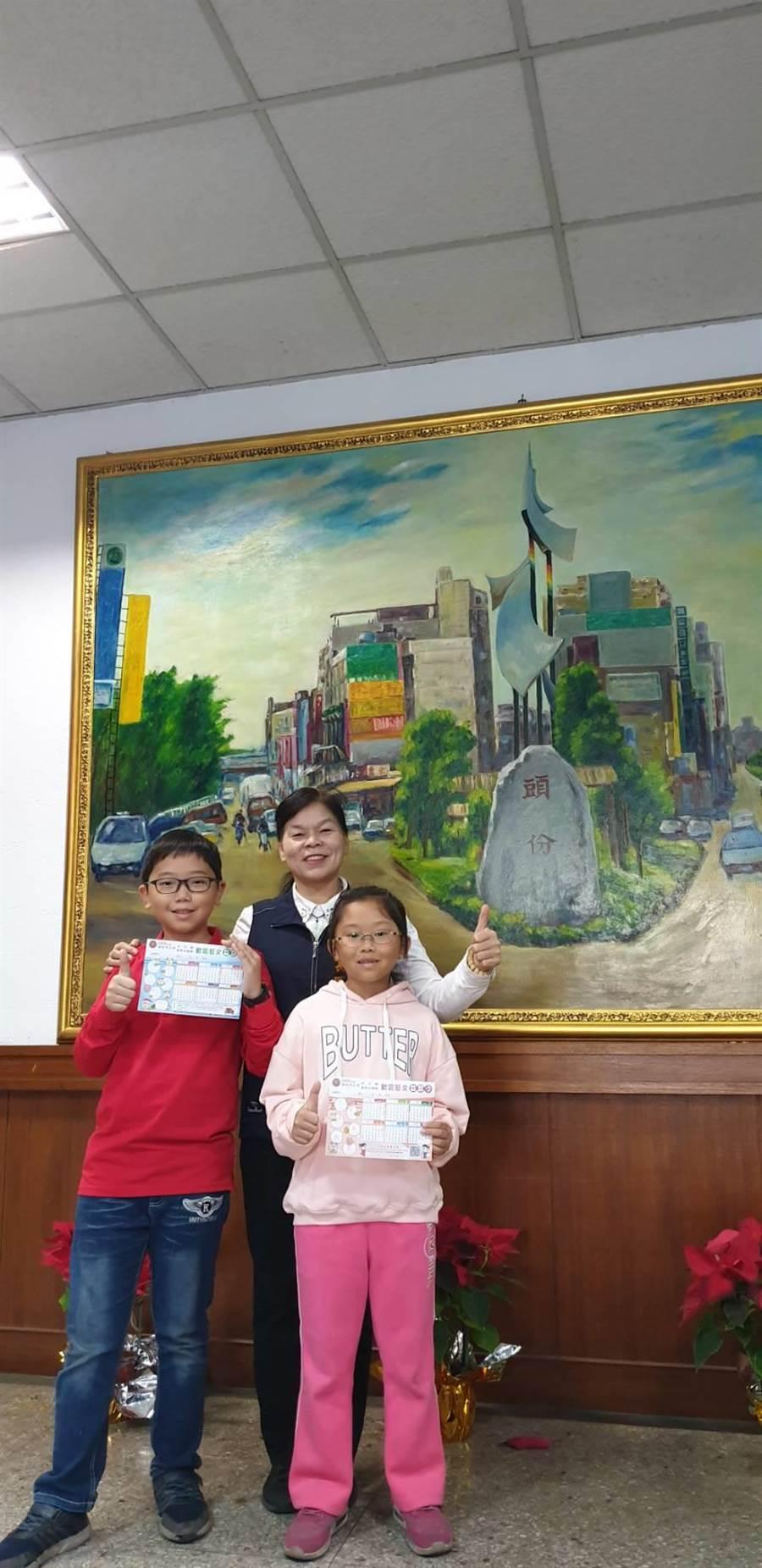 頭份市長羅雪珠鼓勵市內各國小學童多親近藝文活動。〔頭份市公所提供/謝明俊苗栗傳真〕