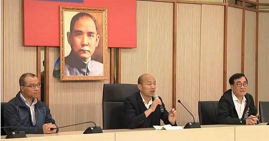 韓國瑜回到高雄市府上班,仍需面對公民割草行動與WeCare等團體發起的罷免行動。(圖/翻攝畫面)