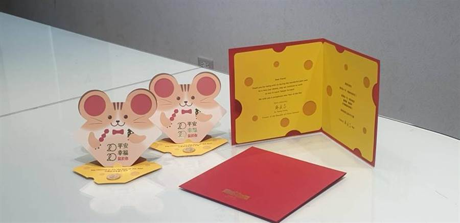 (行政院長蘇貞昌的賀歲1元紅包袋今亮相,外觀相當俏皮可愛。圖/呂雪彗)