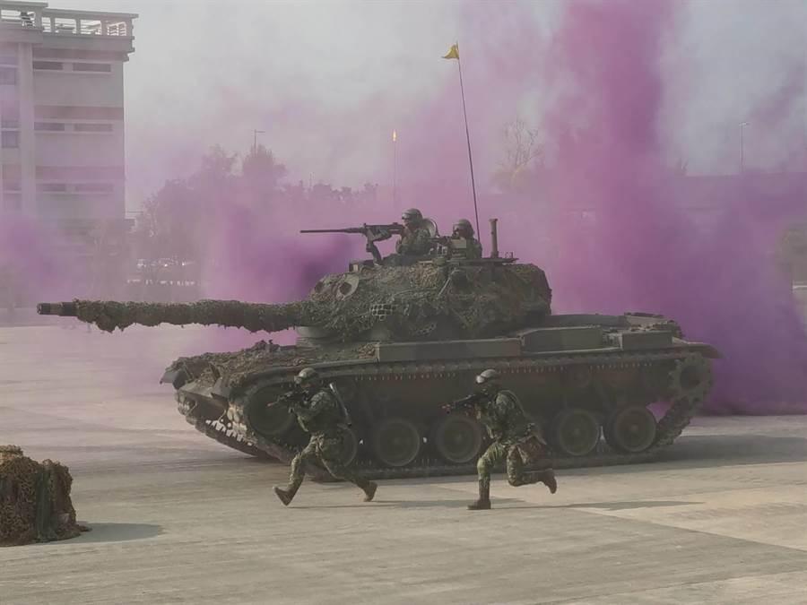 陸軍裝甲564旅今操演反機降作戰。呂昭隆攝