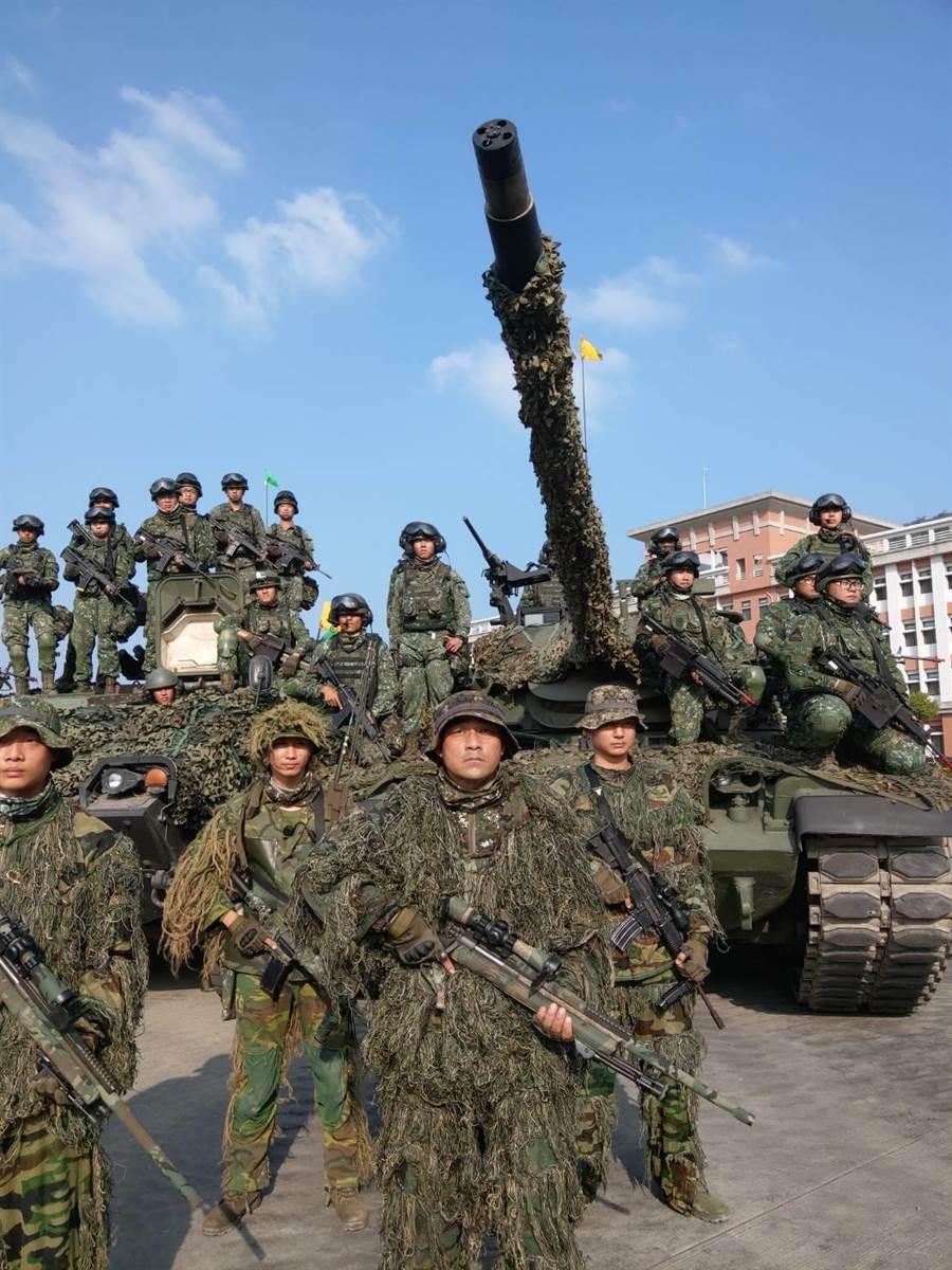 564旅官兵操演操演結束合照。呂昭隆攝