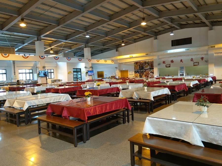 陸軍八軍團564旅聯合兵種第一營的全新官兵餐廳。呂昭隆攝。