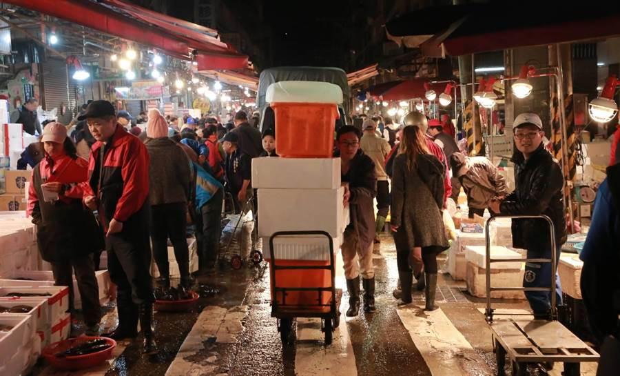 有台版築地的基隆崁仔頂魚市場,為北部最大魚貨集散地。(基隆市府提供/許家寧基隆傳真)