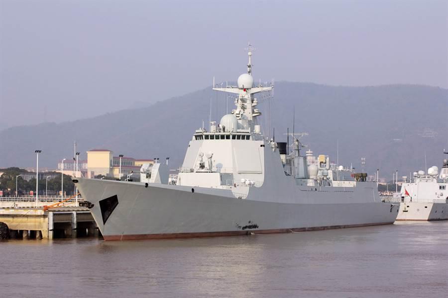 大陸052D神盾驅逐艦已進入第3批次,艦體從156公尺加長到160公尺,第一艘長體052D為淄博號。(圖/milpower)