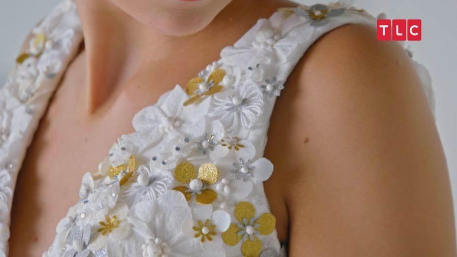 設計師唐娜將廁紙煮成漿狀,製成美麗珍珠,為婚紗增添典雅韻味。(圖取自TLC旅遊生活頻道官網)