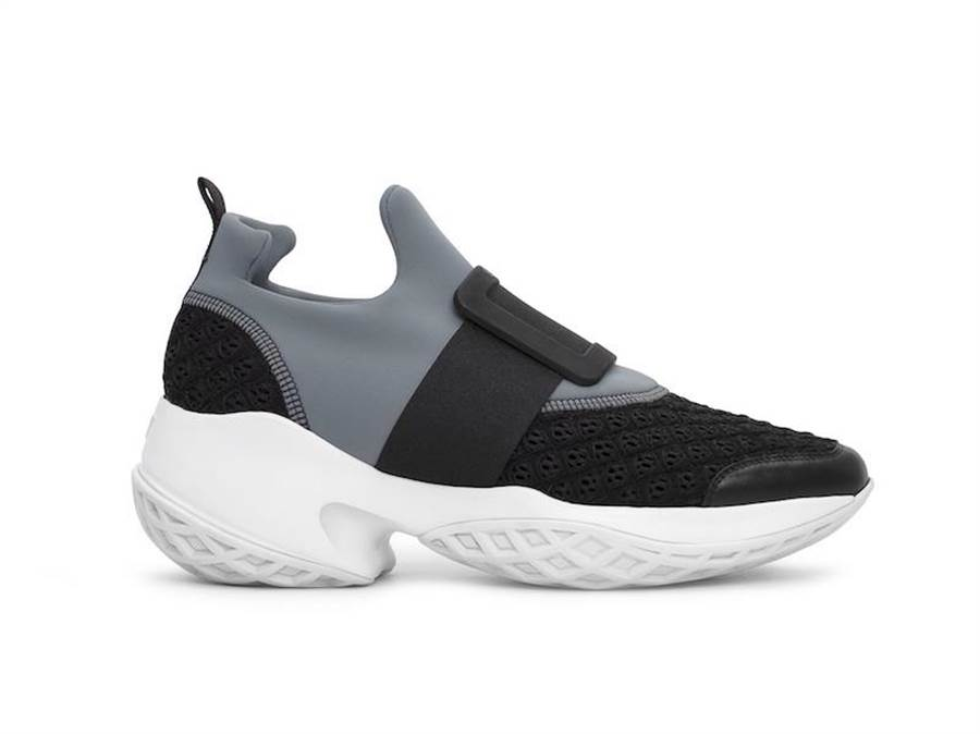 Roger Vivier Viv Run 男士系列休閒鞋(灰),2萬9600元。(Roger Vivier提供)
