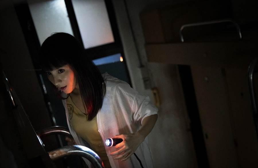 曾在《屍憶》扮演女鬼的張寗,新片《女鬼橋》中邪模樣嚇呆導演。(傳影互動提供)