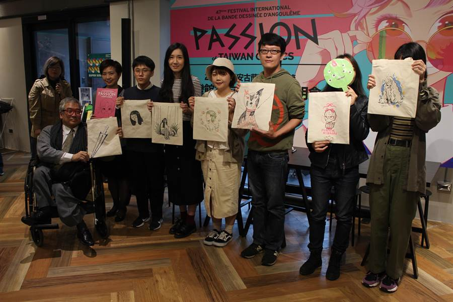 右起分別為此次將赴法國安古蘭漫畫節的四位參展漫畫家,吳宇實、星期一回收日、阿尼默和高妍,以及今年入圍安古蘭新秀獎前二十名的劉倩帆及入圍Draw Me Comics的水母蟲。(王寶兒攝)