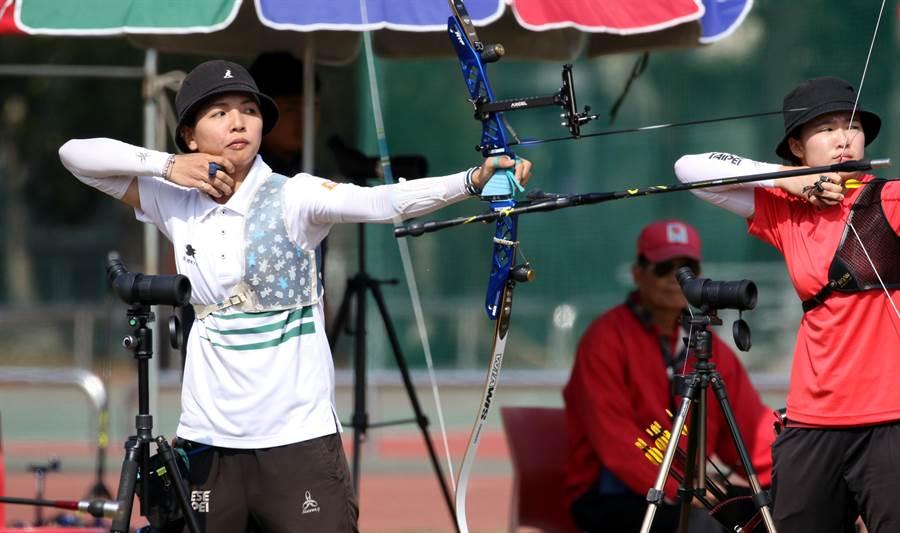 林佳恩(左)目前在東京奧運射箭國手選拔賽暫居領先,有很大機會代表中華隊挑戰東奧。(中華民國射箭協會提供/陳筱琳傳真)