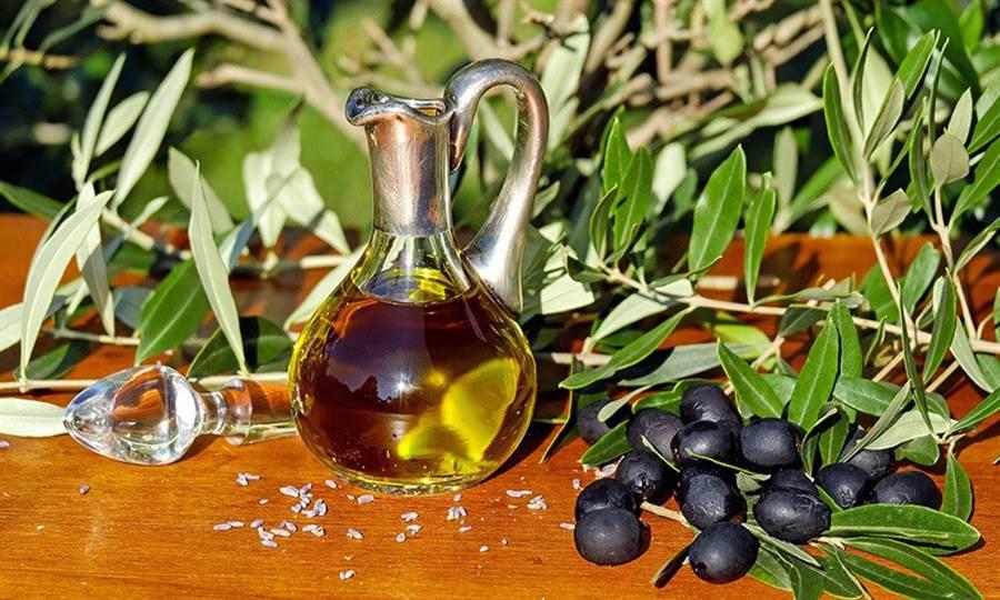 橄欖油的顏色跟果實、採收的時間不同比較有關係。(圖片來源:pixabay)