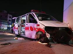 救護車送病患遭撞 兩車7人全送醫