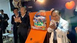 韓國瑜探視高醫院童 發放「鼠一鼠二」小提燈