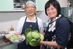 承诺为偏乡教师做饭   高市教育局长吴榕峯岁末为六龟国小下厨