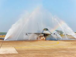 F-16V已構改15架 模擬打擊殲-11