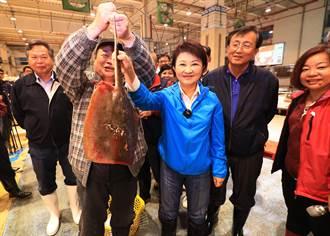 農曆年關將屆 盧秀燕視察魚市、果市關心供銷價格