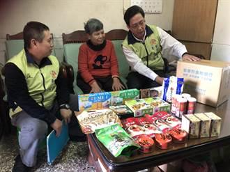 關懷弱勢榮服處與民間合作贈食物包