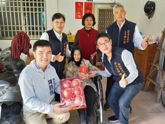 羅雪珠探視頭份市百歲人瑞 贈春節紅包