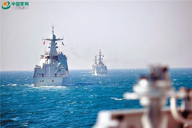 中巴雙方艦艇編隊在航行途中。(穆瑞林攝)