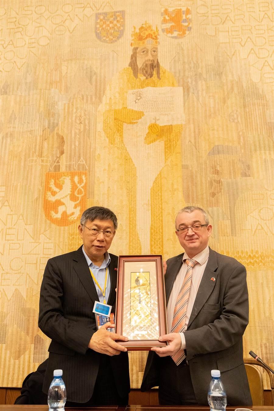 台北市長柯文哲(左)出訪歐洲。(台北市政府提供/張立勳台北傳真)