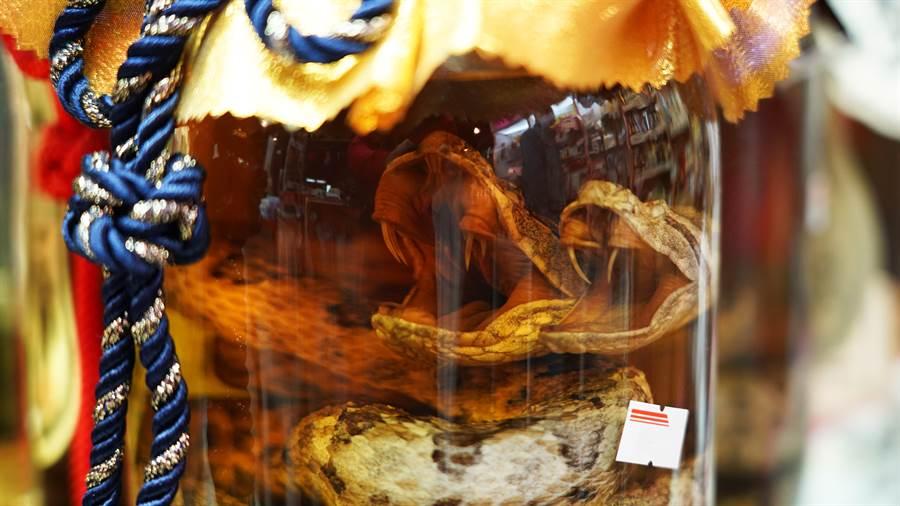 租店挖出蛇頭酒 浸泡30年好驚悚(示意圖/達志影像)