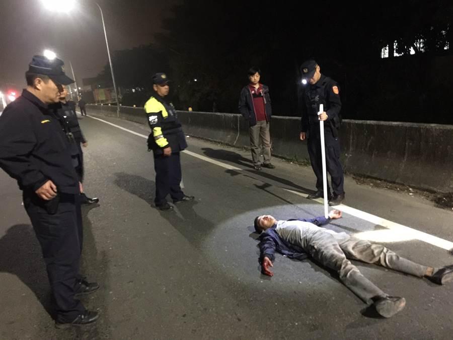 麻豆警方啟動快打部隊圍捕斐姓移工。(翻攝相片/劉秀芬台南傳真)
