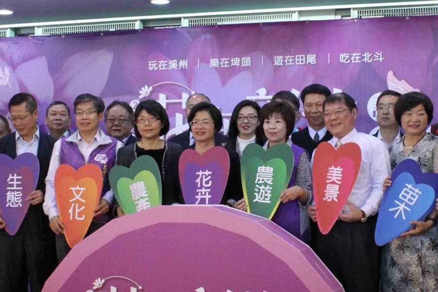 彰化縣長王惠美參加花在彰化活動,針對媒體提問,表示國民黨要多培養一些年輕人,藉這次敗選,一定要痛定思痛,讓更多青年一起進來為國民黨一起努力。(吳敏菁攝)