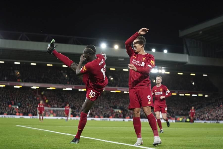 利物浦Sadio Mane(左)慶祝得分。(美聯社資料照)