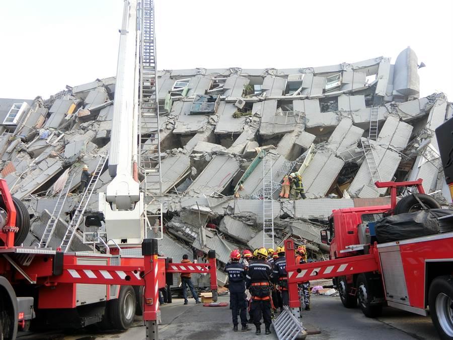 2016年小年夜強震造成維冠金龍大樓倒塌,釀115死。(曹婷婷攝,資料照)