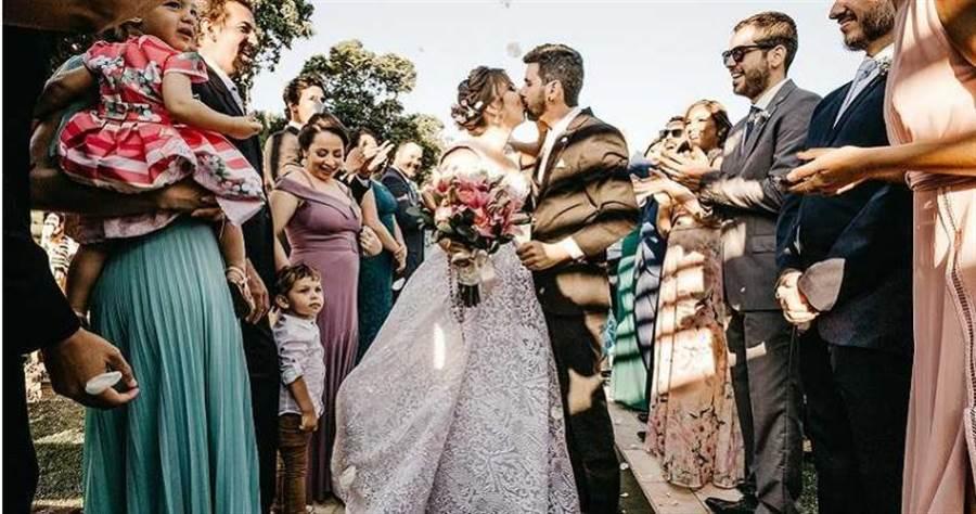 浪漫婚禮瞬間變成血腥槍殺現場。(示意圖/取自Unsplash)