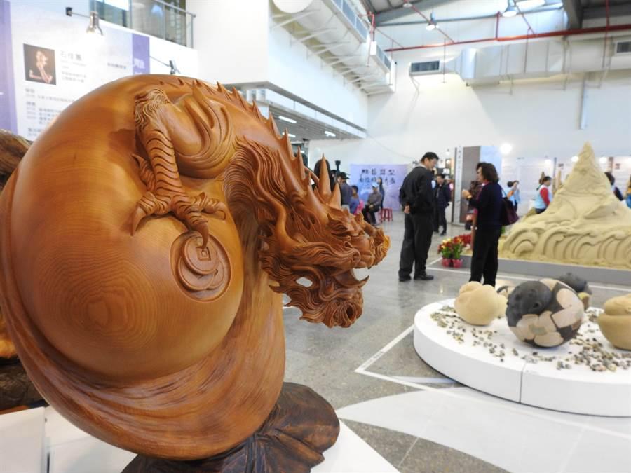 南投縣政府文化局從1月15日至2月9日 舉辦「雕藝塑型-南投雕塑大展」活動。(南投縣政府提供/張晉銘南投傳真)