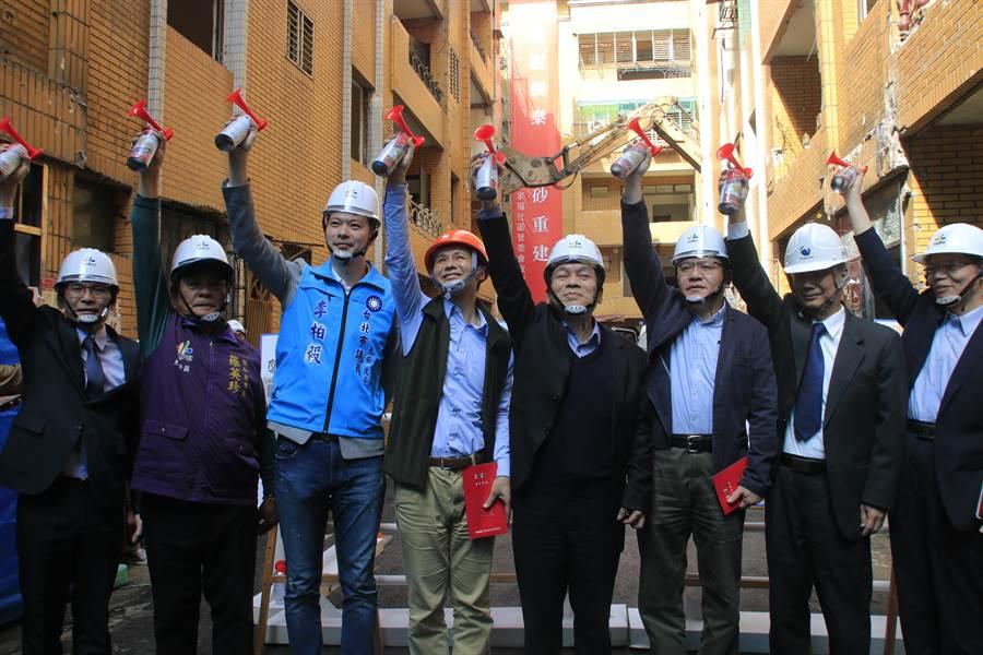 「全家福社區」海砂屋歷經卡關10年,終於在16日動工拆除。(台北市工務局提供/游念育台北傳真)