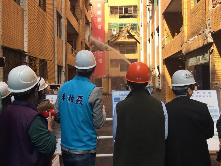 位在大安區臥龍街全家福社區,16日才正式動工拆除。(台北市工務局提供/游念育台北傳真)