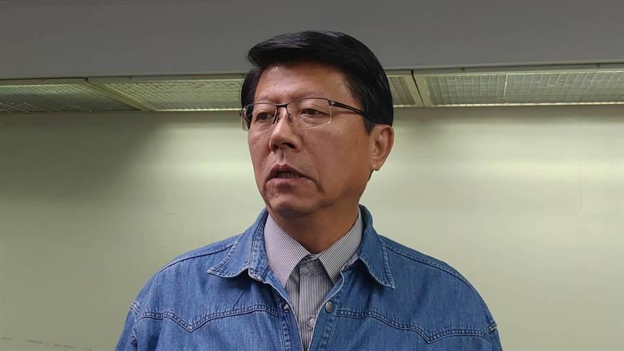 國民黨台南市黨部主委謝龍介以「其實你不懂我們的心」強調台灣前途該由2300萬台灣人決定。(程炳璋攝)