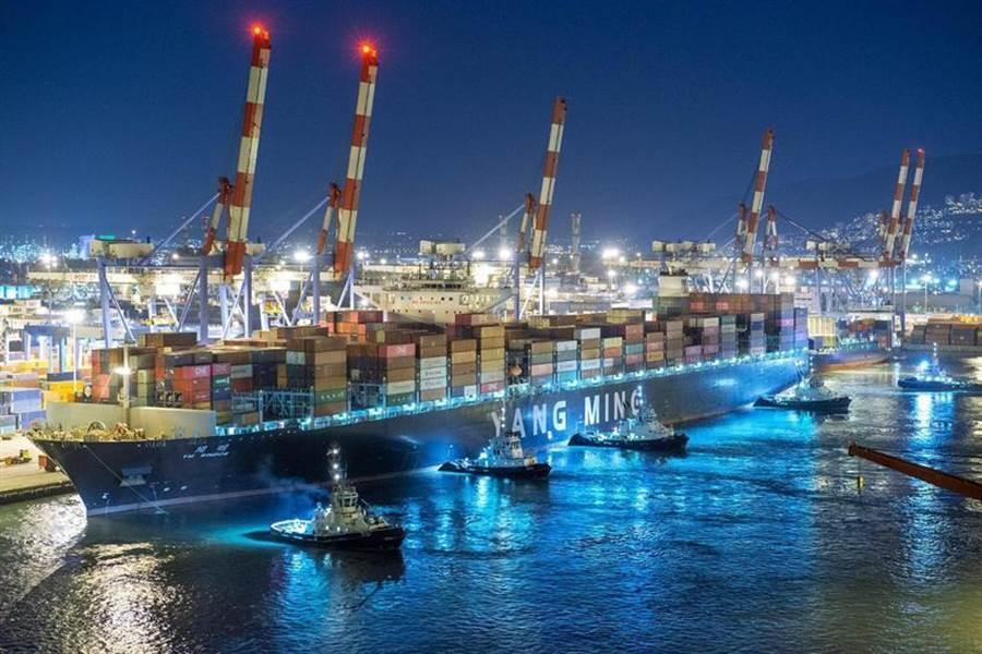 (陽明的1.4萬箱貨櫃船將加入聯盟的歐美鐘擺航線。圖/陽明提供)
