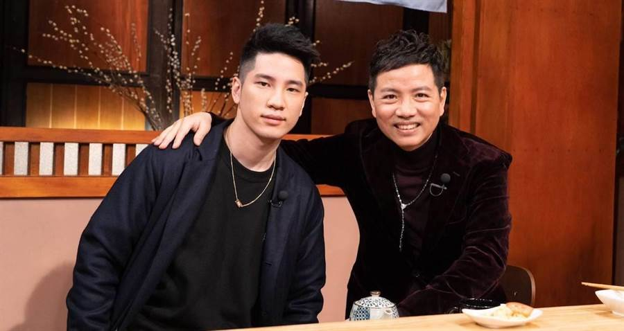 陳凱倫(右)和兒子陳銳上節目受訪。洪秀瑛攝