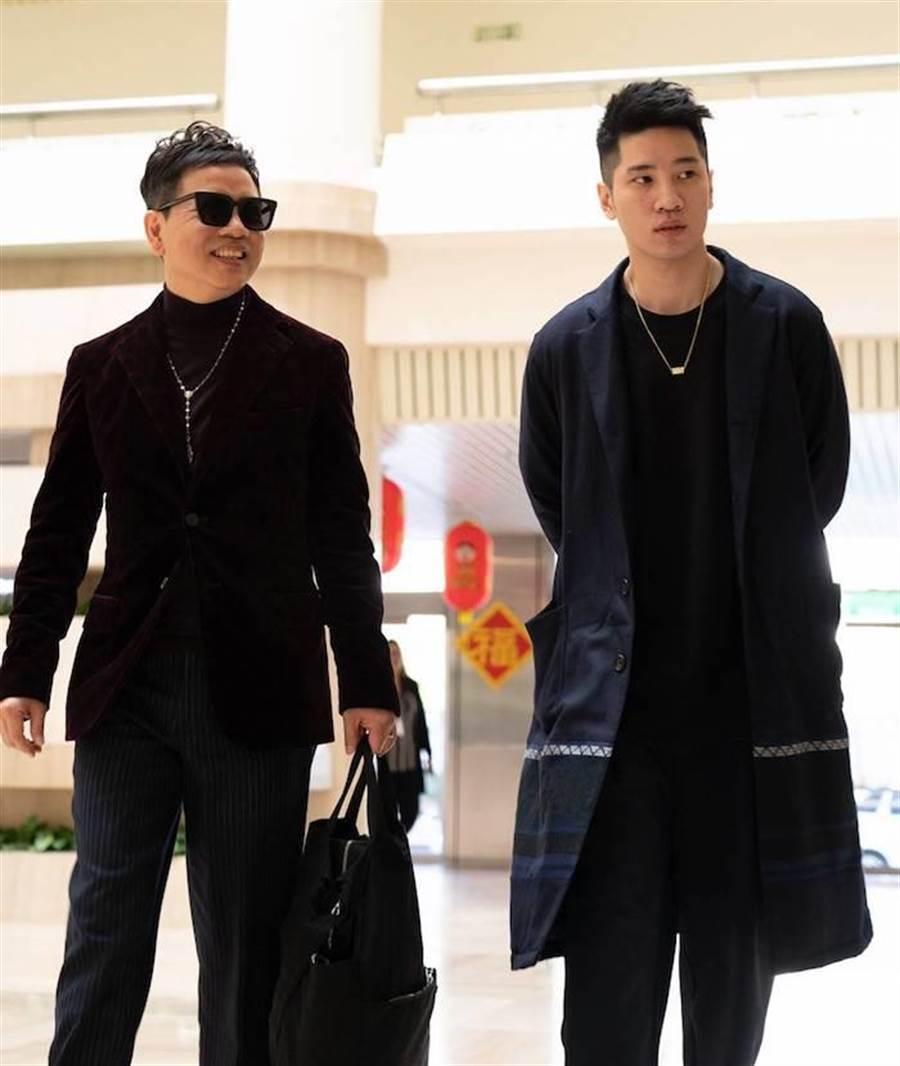 陳凱倫(左)戴著兒子陳銳經營的眼鏡品牌,新潮有型。洪秀瑛攝