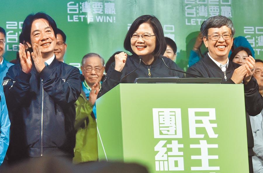 2020總統大選結果11日出爐,現任總統蔡英文(中)成功連任,左為副總統當選人賴清德。(本報系資料照片)