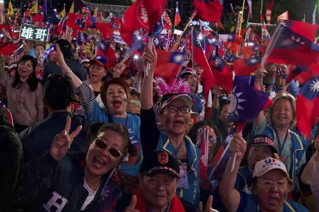 美哈佛大學費正清研究中心學者認為,韓國瑜這次大選並未大敗,韓粉凝聚的能量可能會在未來改變國民黨的體質。(圖/美聯社)